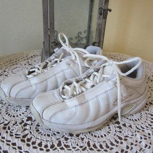 Nike Womens white leather  tennis athletic shoes 8